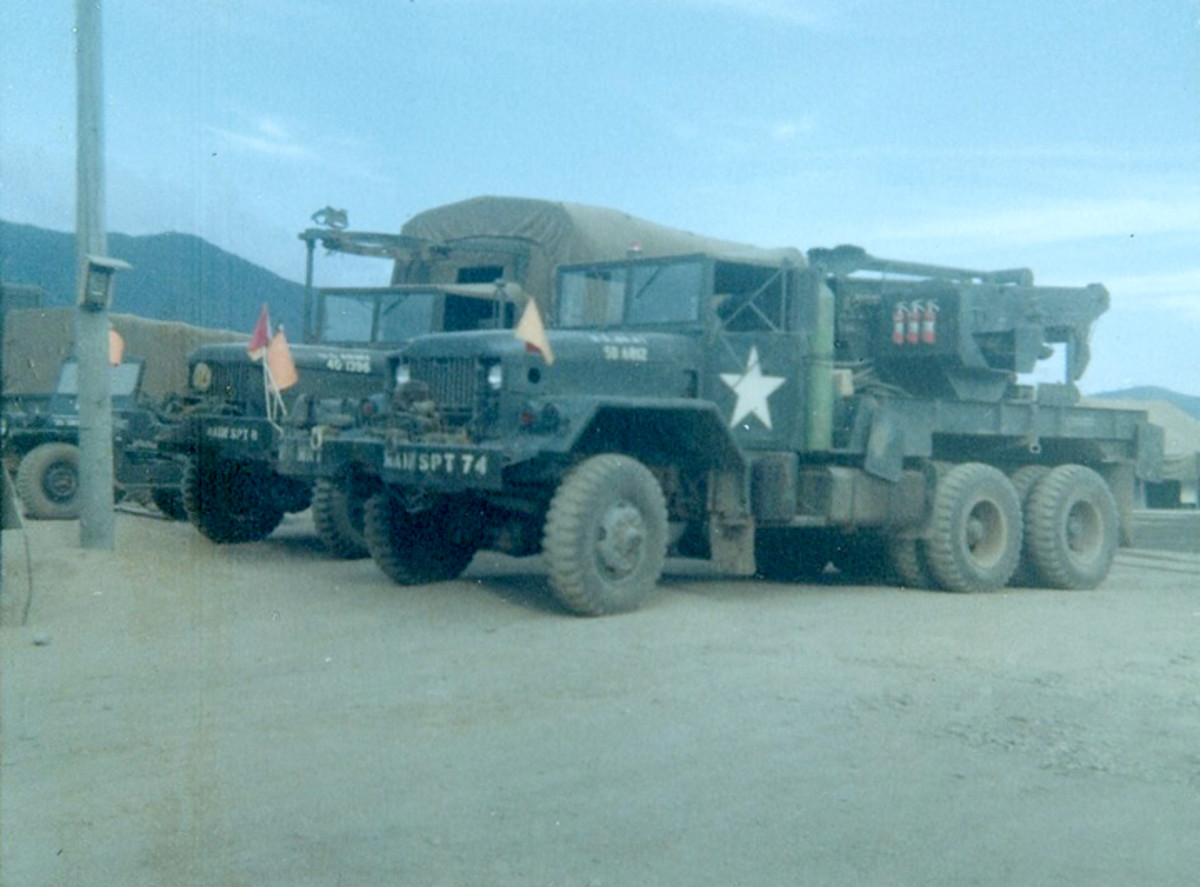 M543 wrecker of the 5th Maintenance Bn. in Vietnam. The M543 was identical to the M62 except that it used a Gar Wood produced crane instead of the Austin Western.