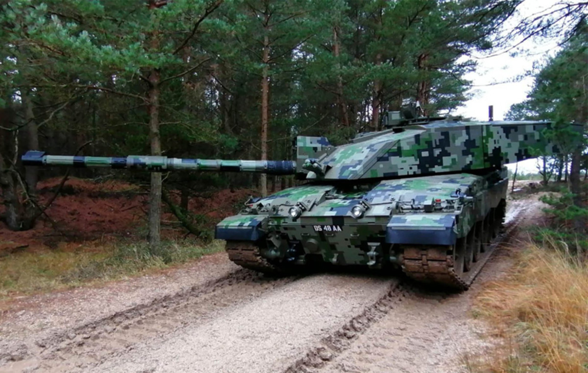 What's old is new again:Here a Challenger 2 tank is sporting Multi Colour Digital Camouflage 5 (MCDC 5) in November 2020. A series of experiments testing vehicle camouflage have been taking place at Bovington – jointly run by the Armoured Trials and Development Unit and the Defence Science and Technology Laboratory.