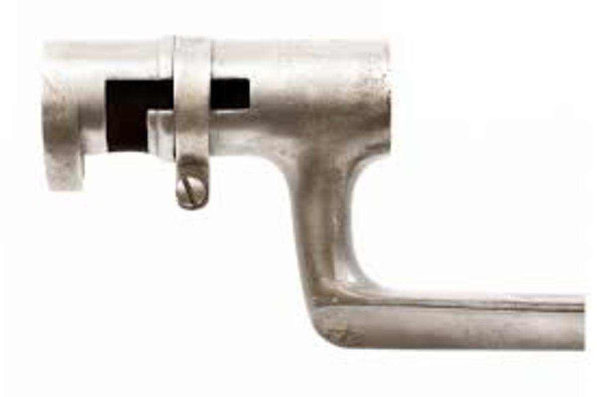 Drake replaced the front blade sight with a block base site suitable for mounting a socket bayonet