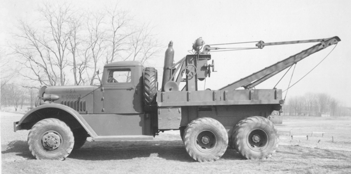 This side view of the Ward LaFrance M1 lets us see the relatively clean, uncluttered look of the trucks initial design.