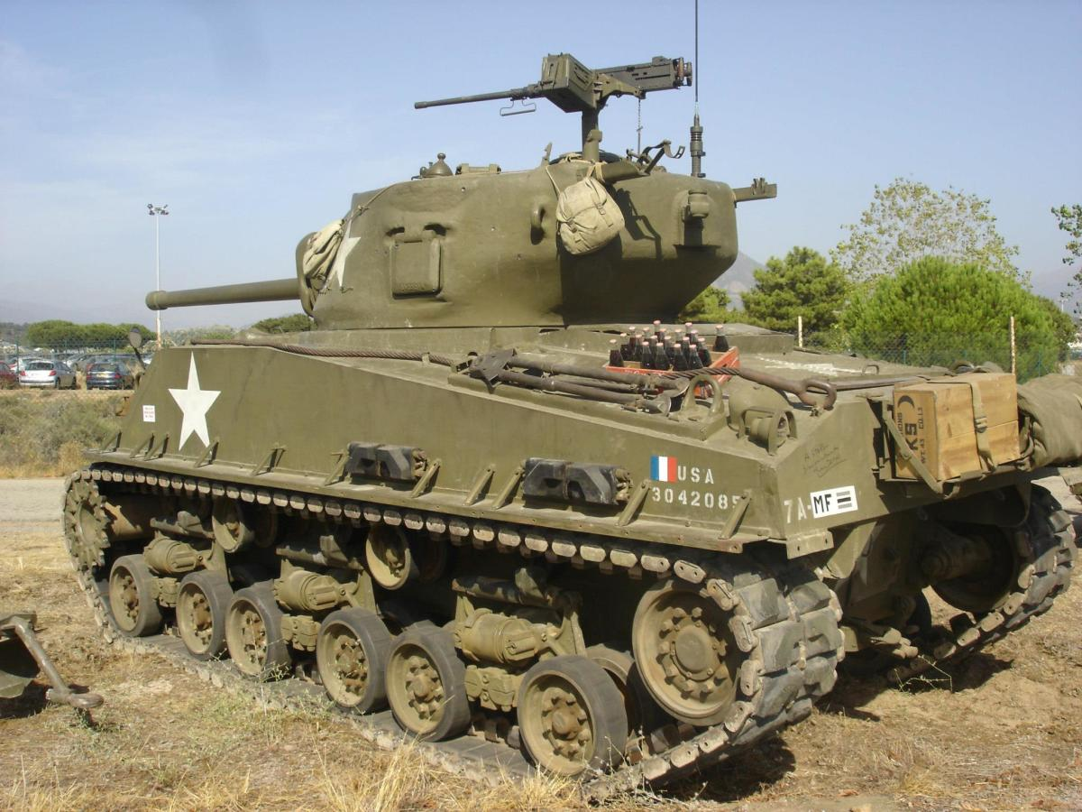 M4 Sherman with later turret and High Volute Suspension