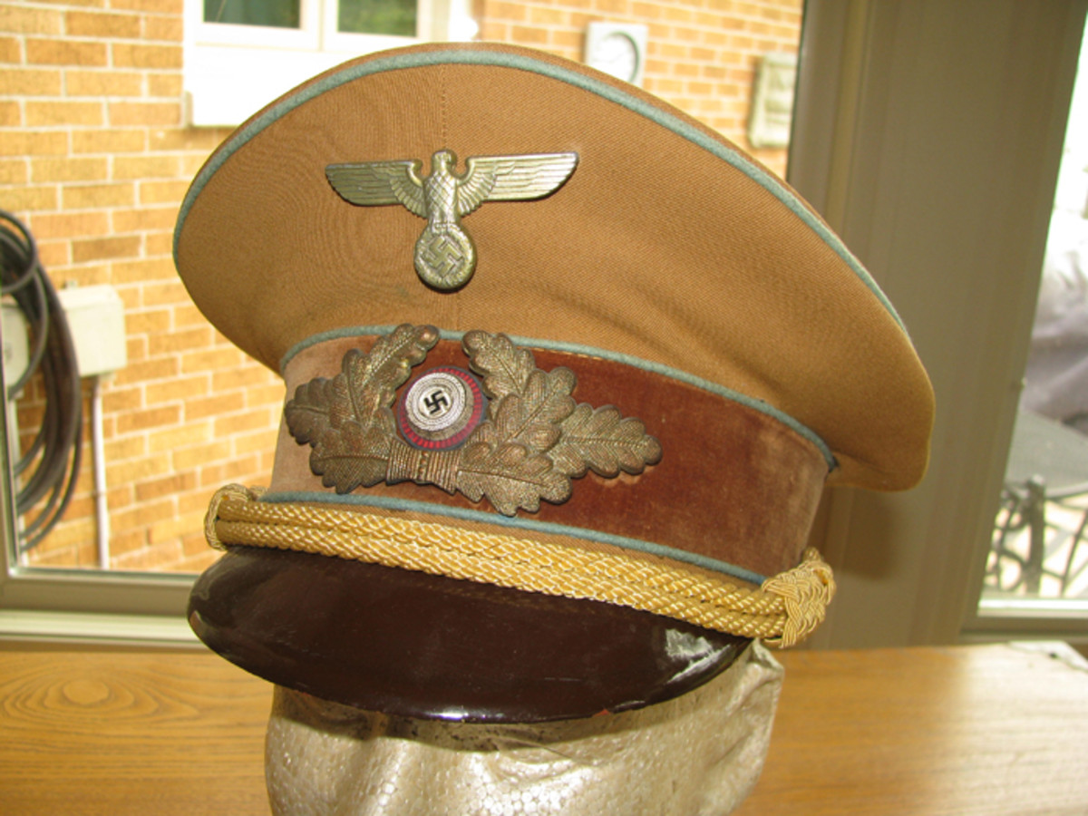 An Ortsgruppe visor with 1939 eagle and wreath. Light blue piping designates the Ortsgruppe level.
