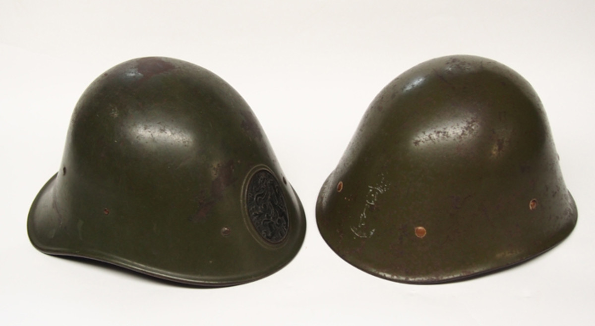 A side-by-side comparison of the Dutch Model 1927 and the Milsco-made KNIL helmet.