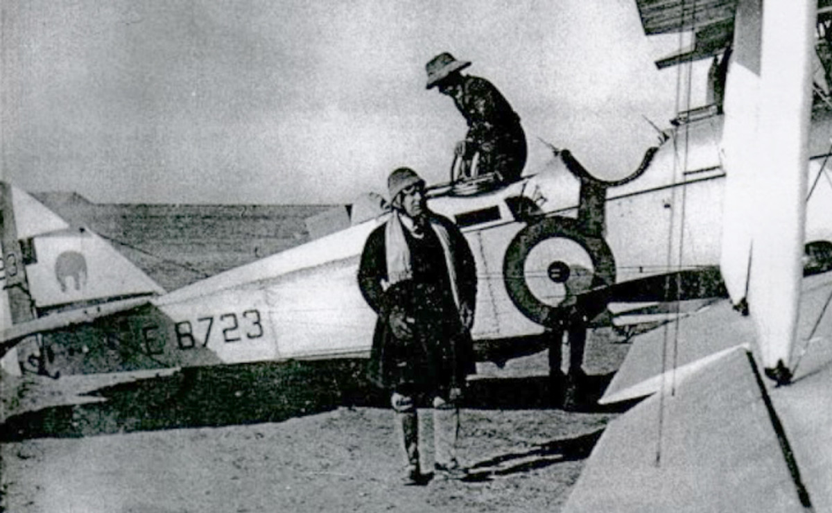 Wing Commander R.C.M. Pink, CBE next to DH9A E8723 of 27 Squadron.