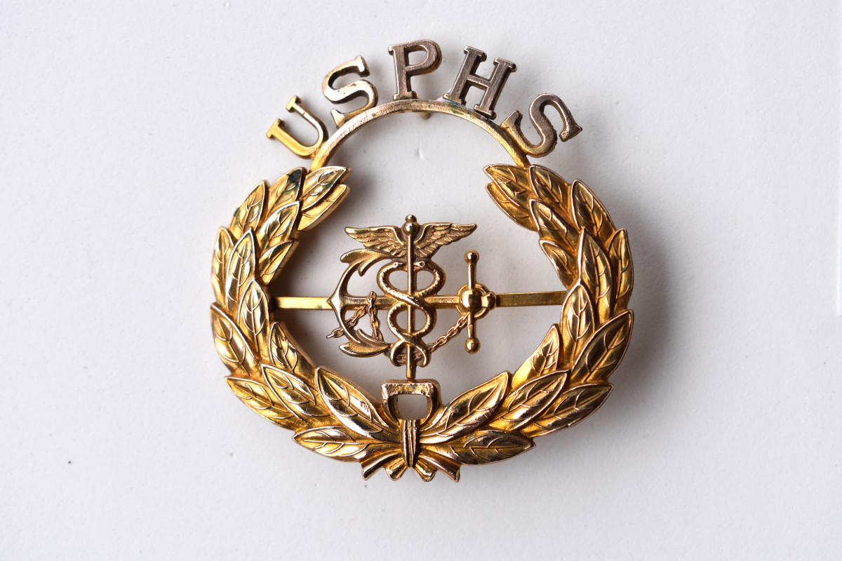 The fouled anchor and caduceus is common to several versions of the Public Health Service Commissioned Corps, including this early version.