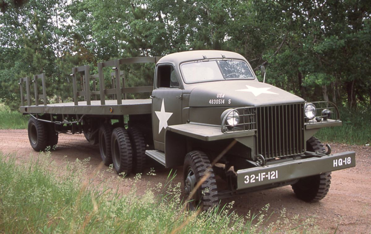 US6x4-48 tractor with Freuhauf trailer, restored by Guy Jenson.