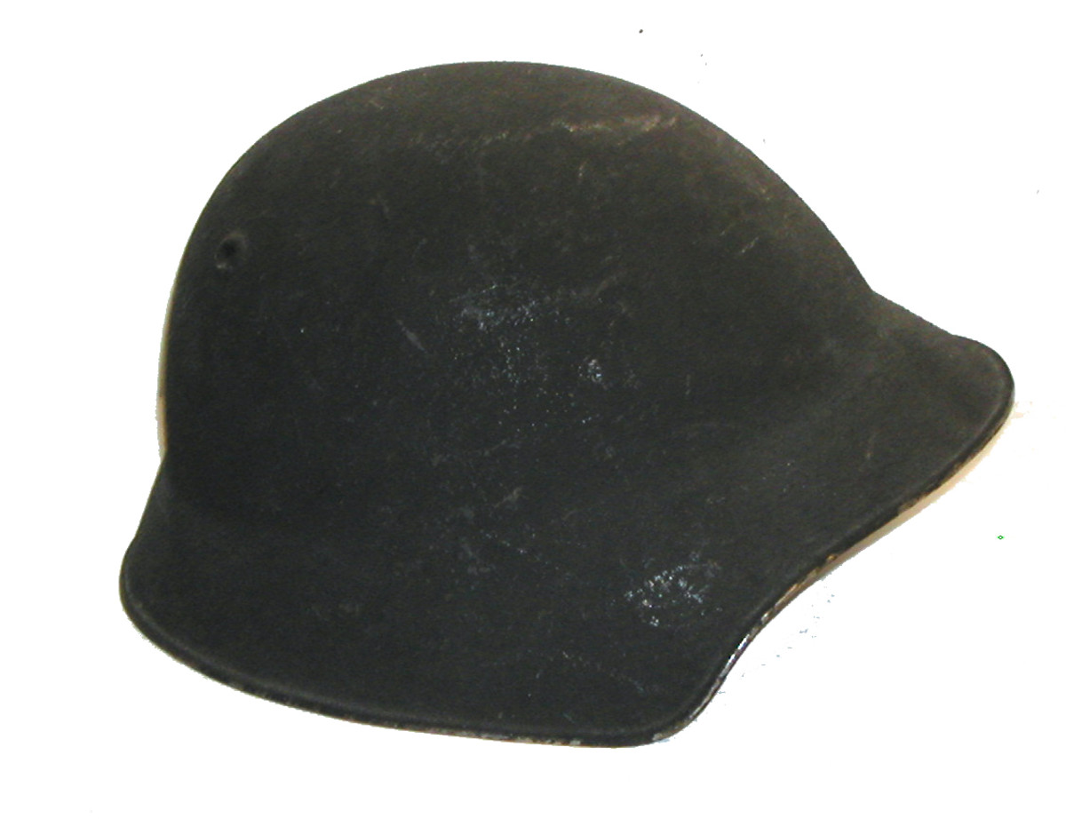 First introduced in 1918 this Swiss model helmet was modified slightly in 1940 and again in 1968 and remained in service until the 1980s.