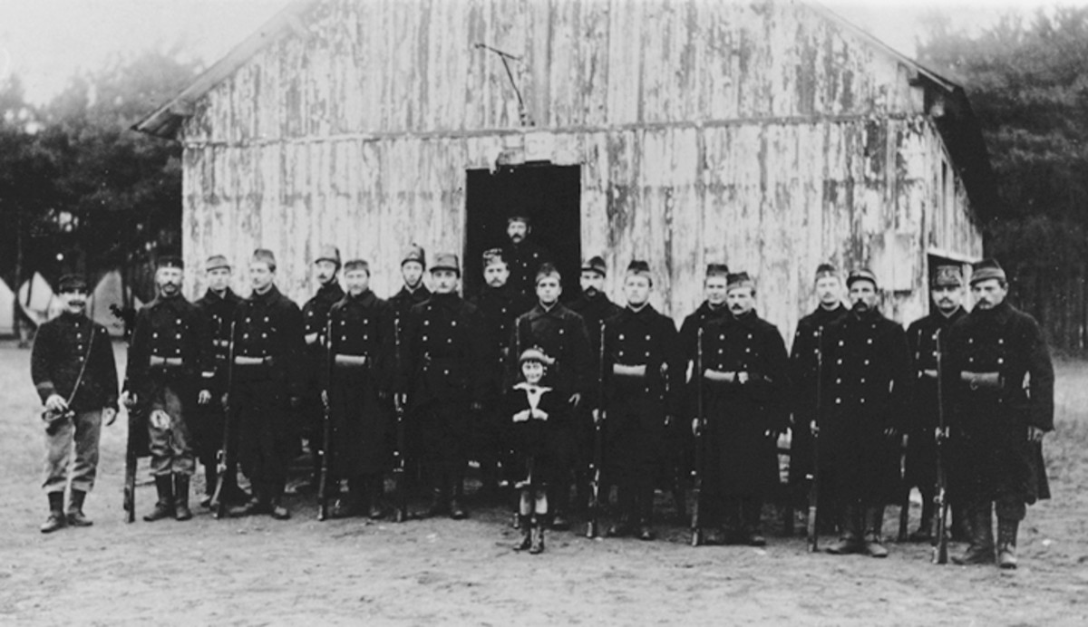 Figure 3. Taken at the beginning of the period when the Belgian Army used the French camp Auvours, this photograph shows a group of Belgian soldiers characterized by a large variety of head-gear representing units such as line regiments, carabineers, chasseurs à pied, and carabineers-cyclists. All are armed with the Model 1874 French Gras rifle.