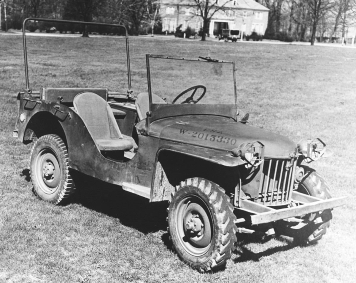The Model 60 also included brush guards for the headlights. The one-piece windshield was replaced with a familiar split windshield.