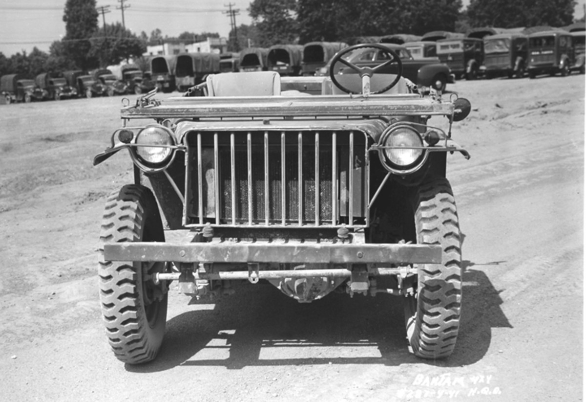 The flat hood, flat fenders and flat grill were features that were characteristic of WWII Jeeps, and all were all present on the Bantam BRC-40.