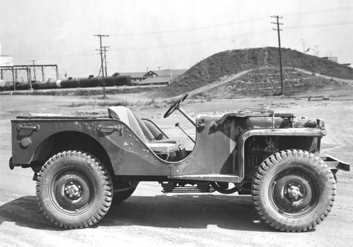 This side view of a BRC-40, taken early in 1941, clearly shows the skidplate which was introduced in order to protect the Spicer Model 18 transfer case.