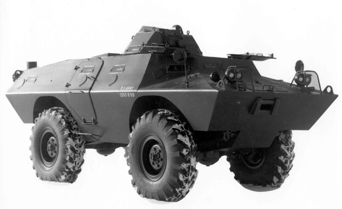 The early XM706E1 featured rounded wheel well edges, one vision block on the upper side plate of the vehicle to the front of the side door instead of two, and, barely visible, the Molotov cocktail guard on the radiator cover, to the left of the turret in this photo.