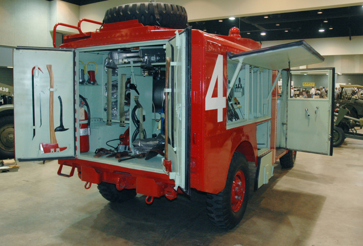 On the driver's side, the upper compartment contained the communication system, CB extinguishing system and tool cabinet loaded with rescue and entry tools.