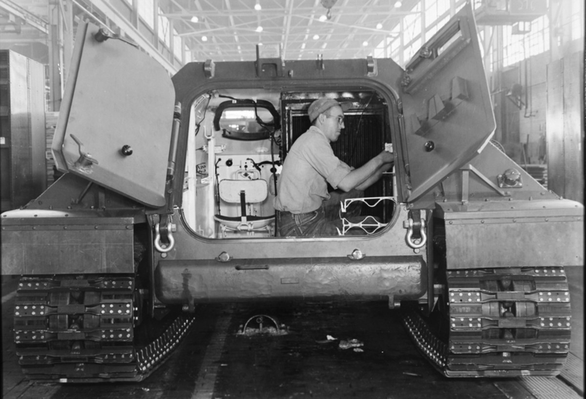 Even though the Ontos carried only a three-man crew, space was at a premium, and oftentimes the vehicles were operated with the rear door open. Because so little space was available for stowage only a minimal amount of ammunition was carried. The Ontos was to enter combat with a round in each of its six rifles, eight more in a storage rack beneath the floor, accessible through a door beneath the vehicles rear hatches, and four more rounds stowed in a rack inside the vehicle.