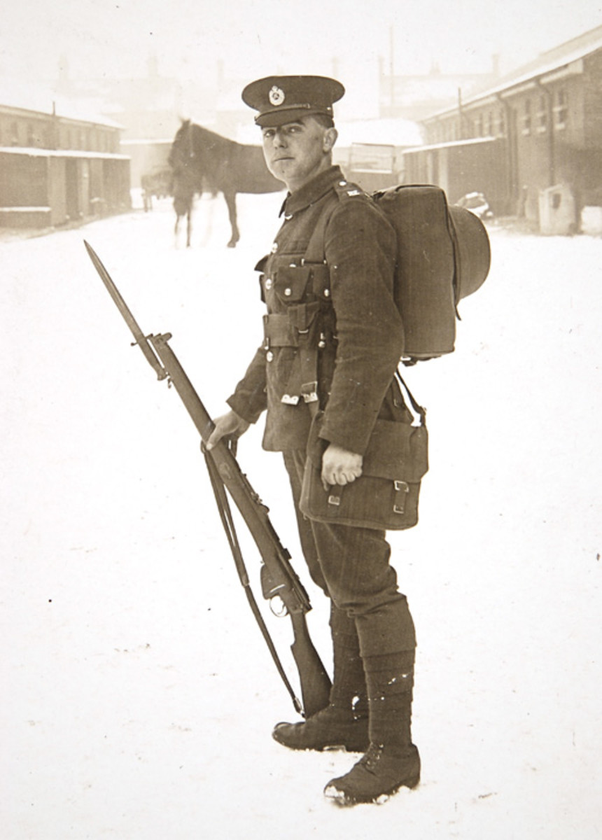 When British soldiers first arrived on the continent in 1914, they were wearing the stiff 1902 Pattern Service Dress Cap. During the early months of winter, however, it quickly became apparent that the cap did not provide adequate protection from the elements.