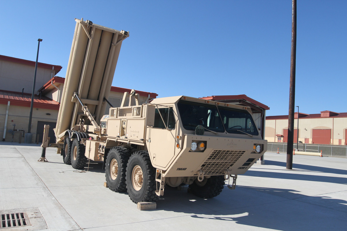 The THAAD launch unit vehicle is a modified Oshkosh Truck Corporation Heavy Expanded Mobility Tactical Truck with Load Handling System (HEMTT-LHS). The vehicle carries ten missile launch containers.