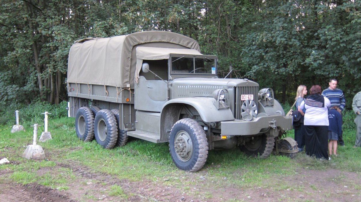 Truck Cargo SWB 4ton 6x6 Diamond T photographed during Tanks in Town in Mons, Belgium, 2011. Early versions had a closed cab. Beginning in June 1943, open cab production began.